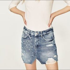 [ Zara ] Pearl Embellished Denim Skirt